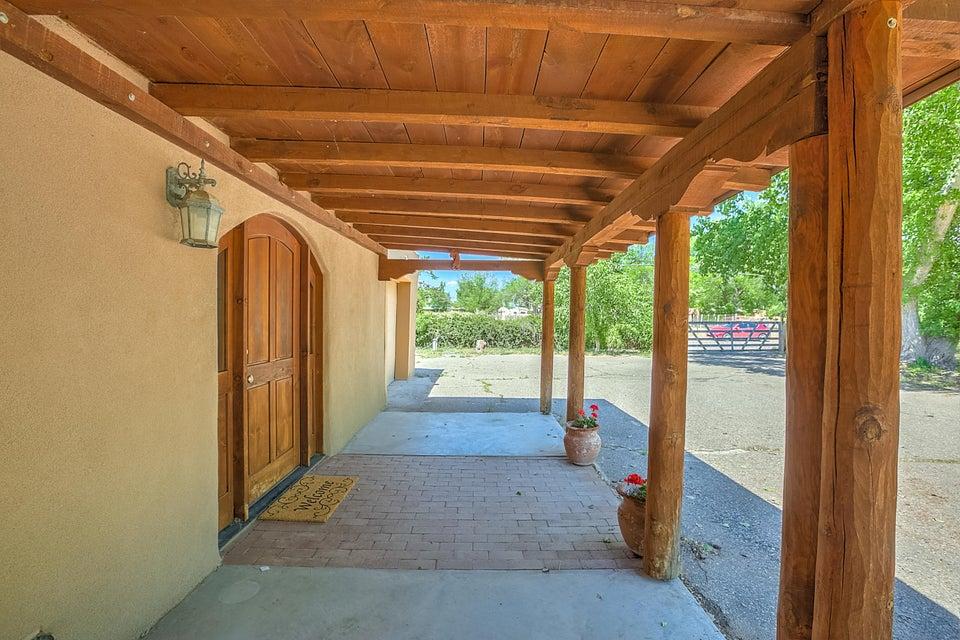 877 W La Entrada, Corrales, NM 87048