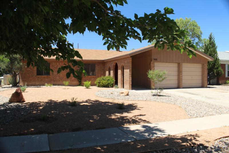 7405 Santa Fe Trail NW, Albuquerque, NM 87120