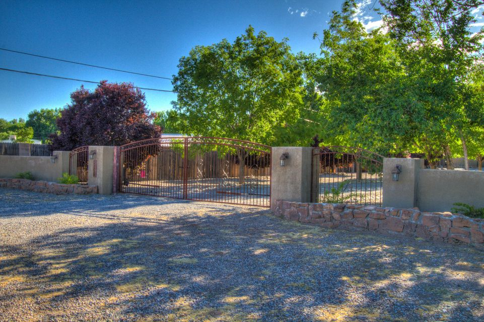 7315 4th Street NW # 5, Los Ranchos, NM 87107