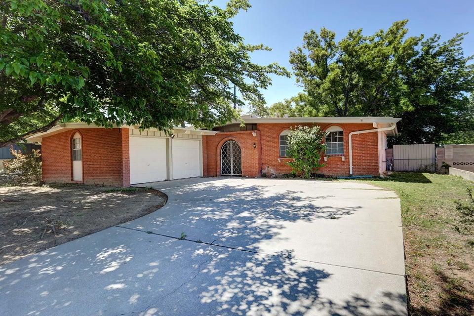 11512 Hughes Avenue NE, Albuquerque, NM 87112