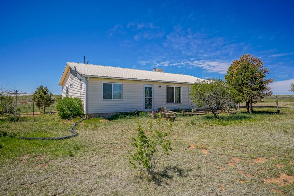 702 Dinkle Road, Edgewood, NM 87015