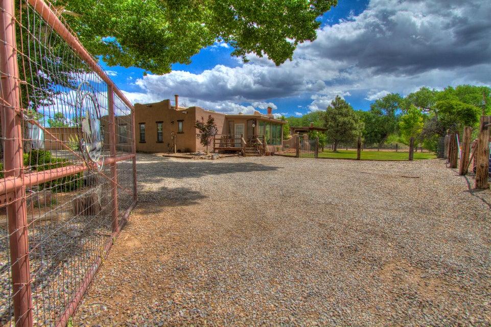 707 Walden Road, Corrales, NM 87048