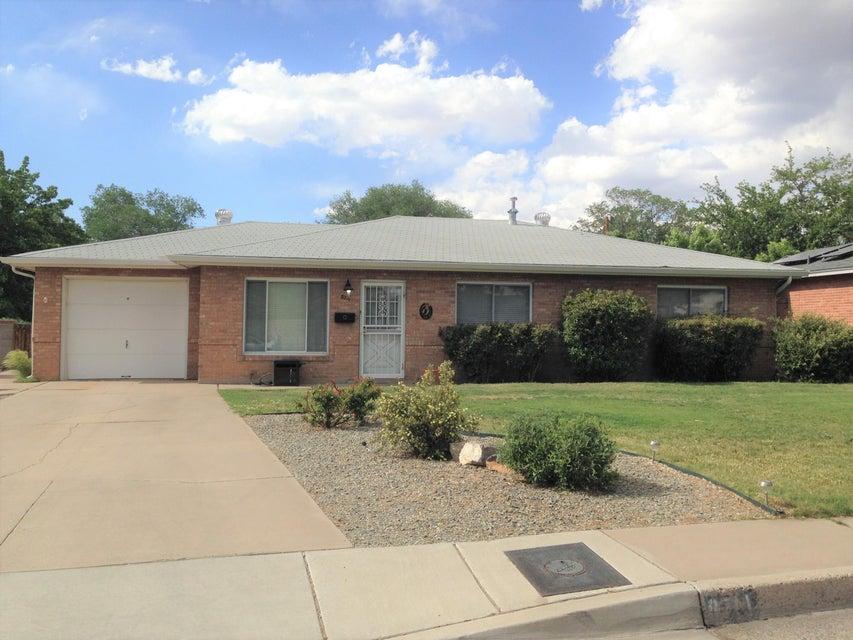 8711 Woodland Avenue NE, Albuquerque, NM 87112