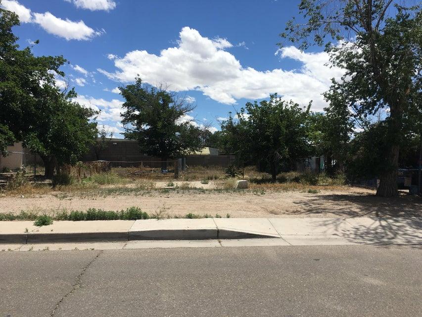 418 Bethel Avenue SE, Albuquerque, NM 87102