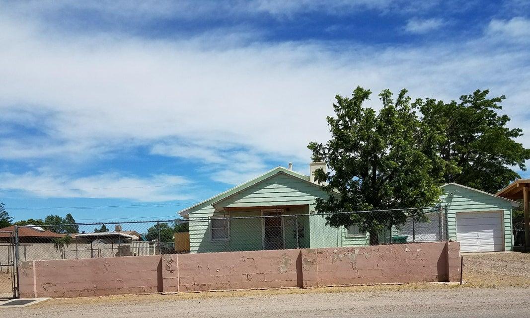 217 Camino Cinco SW, Albuquerque, NM 87105