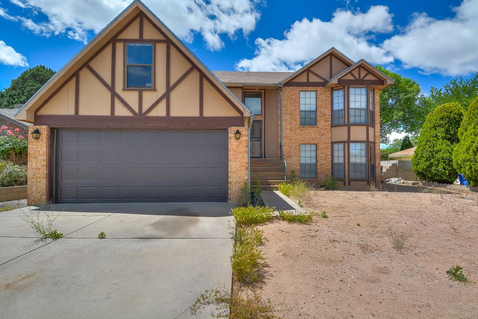 7504 Scotts Place NE, Albuquerque, NM 87109