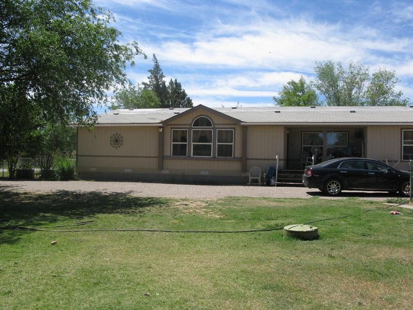 2075 Winchester Drive, Bosque Farms, NM 87068