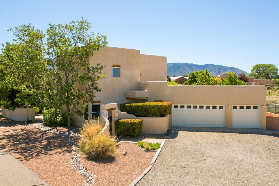 10910 Palomas Avenue NE, Albuquerque, NM 87122