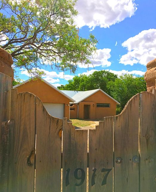 1917 Apple Lane NW, Albuquerque, NM 87104