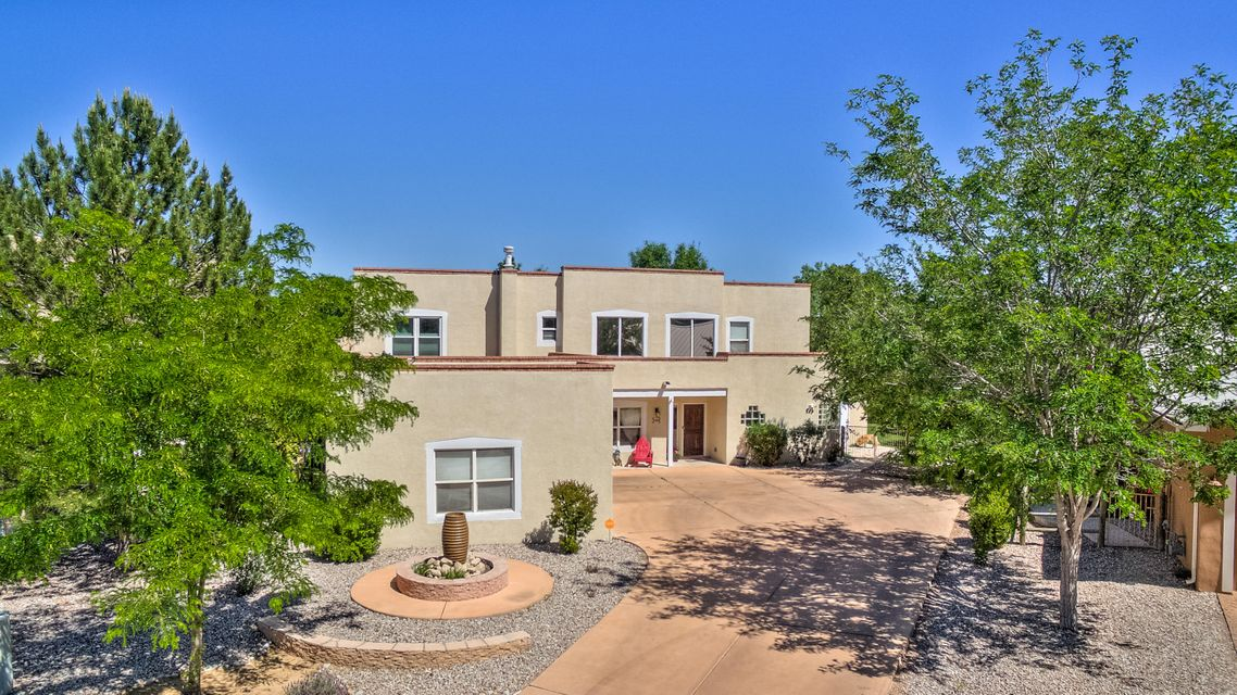 2700 Bosque Del Rio Lane NE, Albuquerque, NM 87120