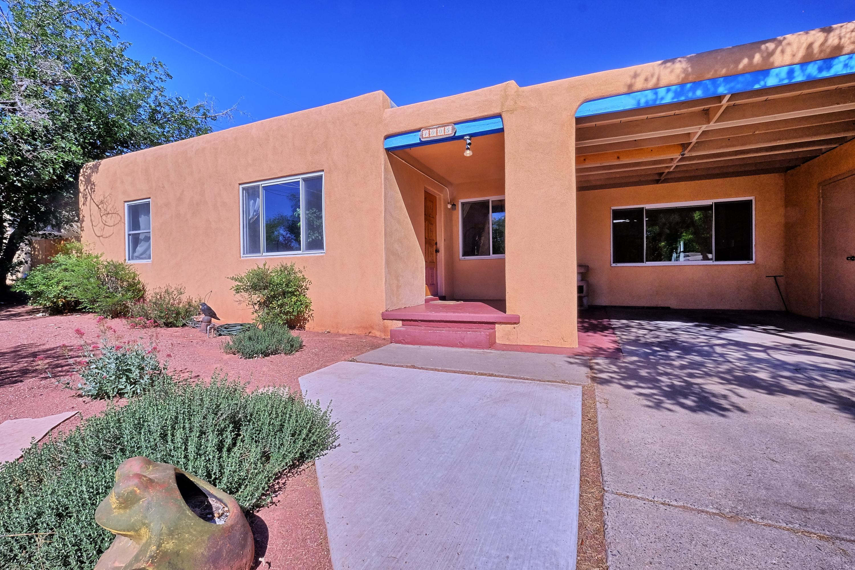 1005 Summit Drive NE, Albuquerque, NM 87106