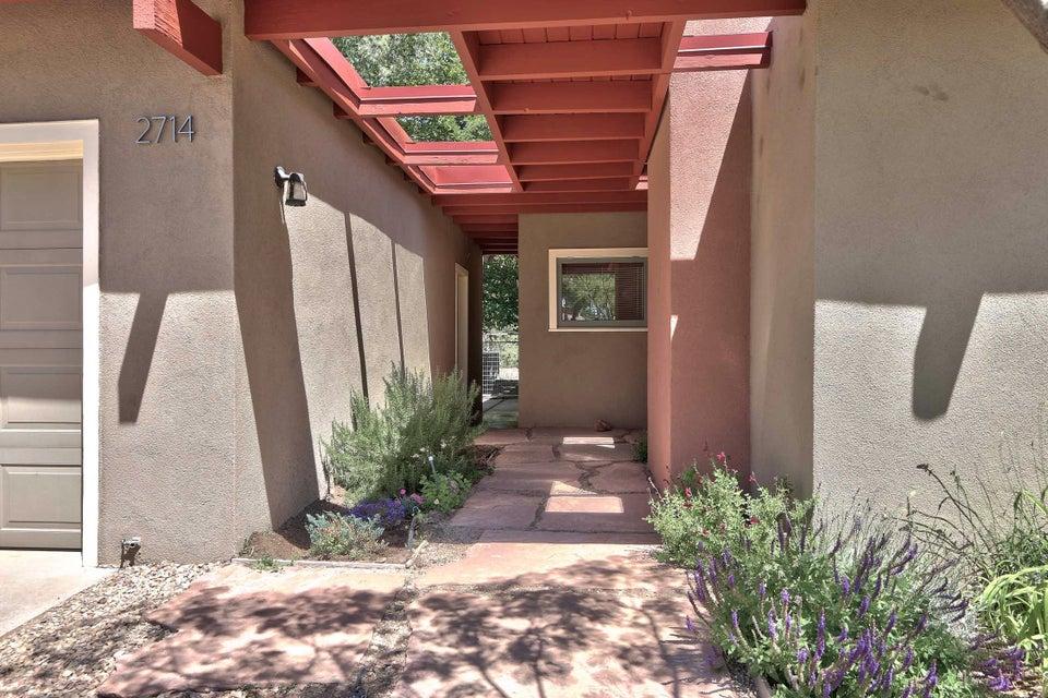 2714 Sheridan Street NW, Albuquerque, NM 87104