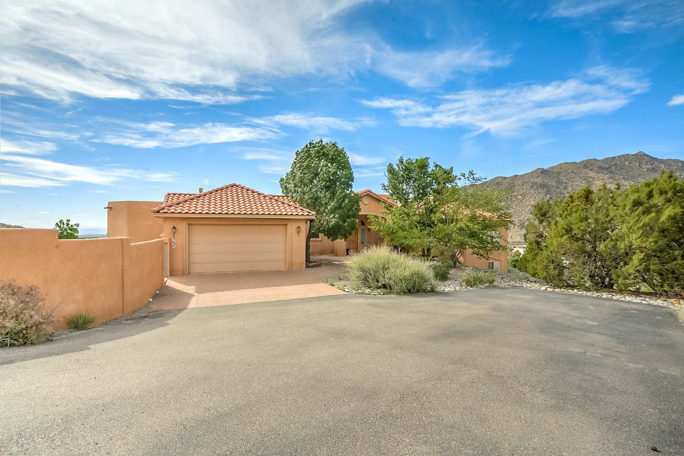 43 Desert Sky Road SE, Albuquerque, NM 87123