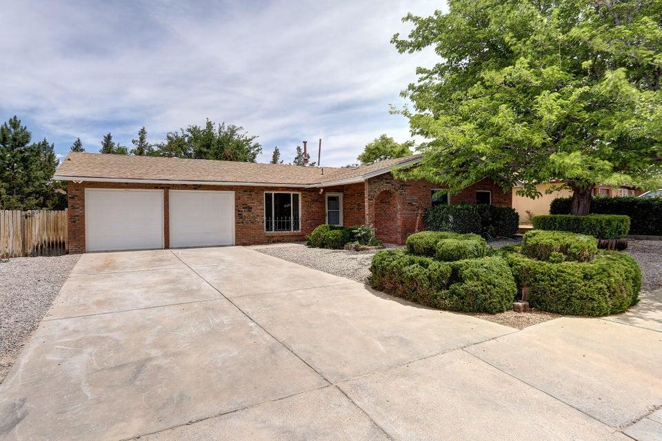 6621 Hensch Avenue NE, Albuquerque, NM 87109