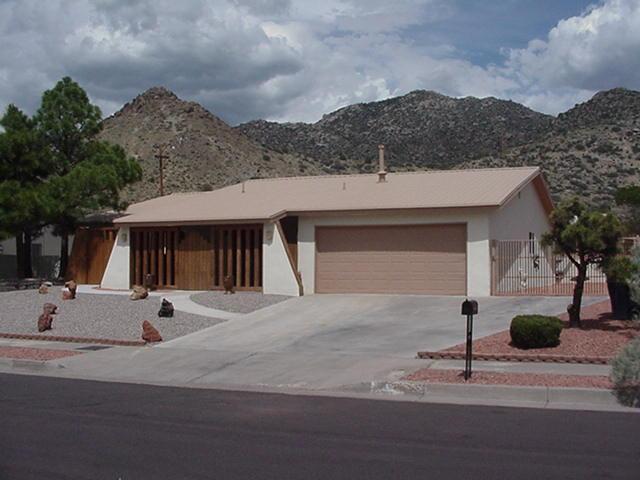 740 Supper Rock Drive NE, Albuquerque, NM 87123