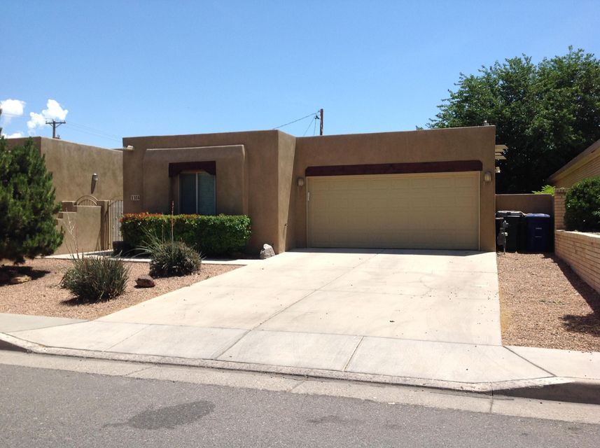 1104 Wellesley Drive SE, Albuquerque, NM 87106