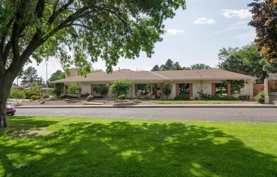 8503 NE La Sala Grande NE, Albuquerque, NM 87111