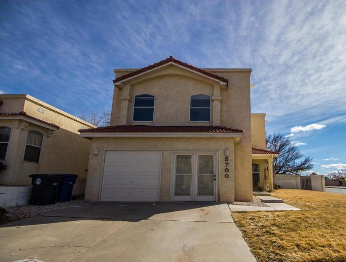 5700 Bartonwood Place NE, Albuquerque, NM 87111