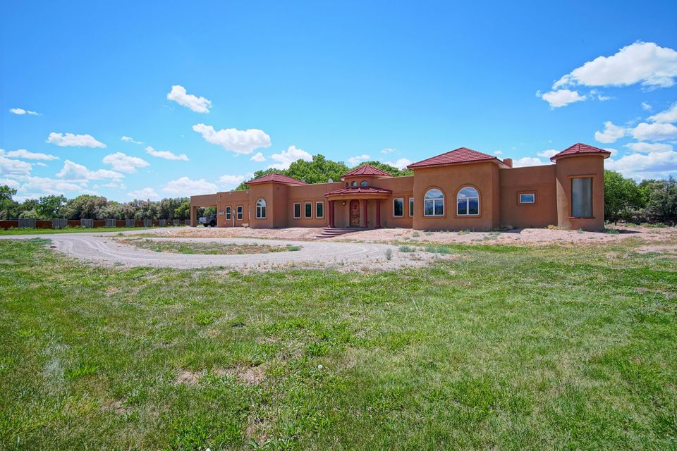 431 Camino Corrales Del Norte, Corrales, NM 87048