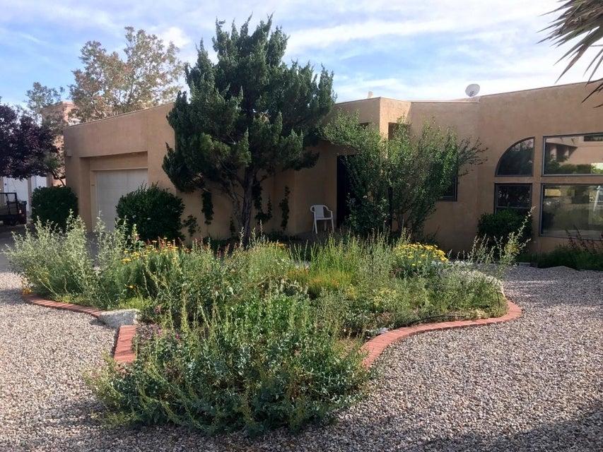 915 Piedra Larga Place NE, Albuquerque, NM 87123