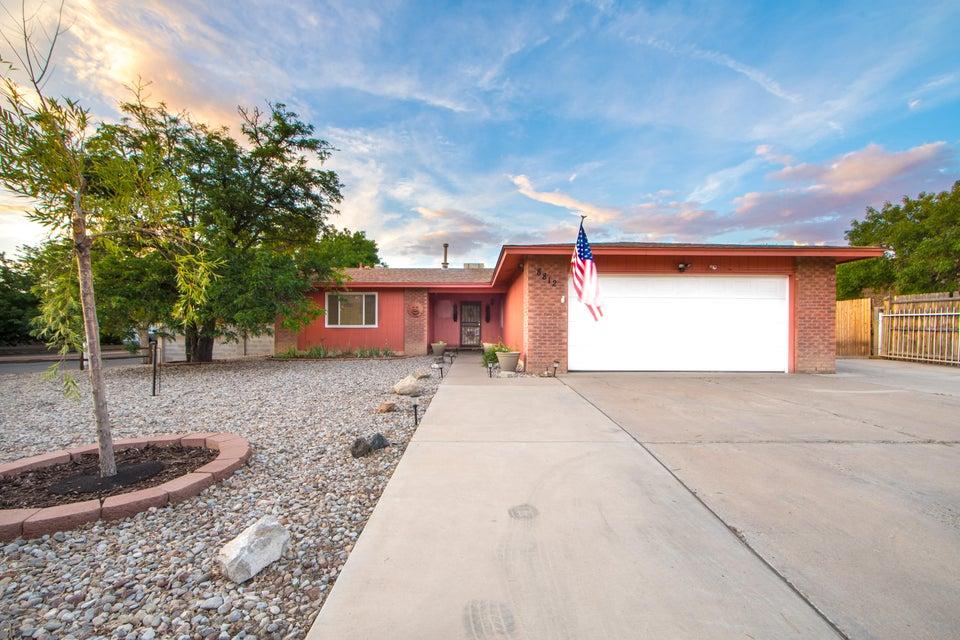 8812 Peony Court NE, Albuquerque, NM 87113