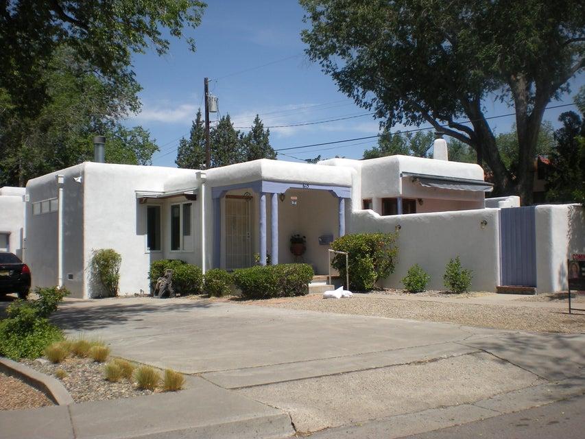 615 Ridge Place NE, Albuquerque, NM 87106