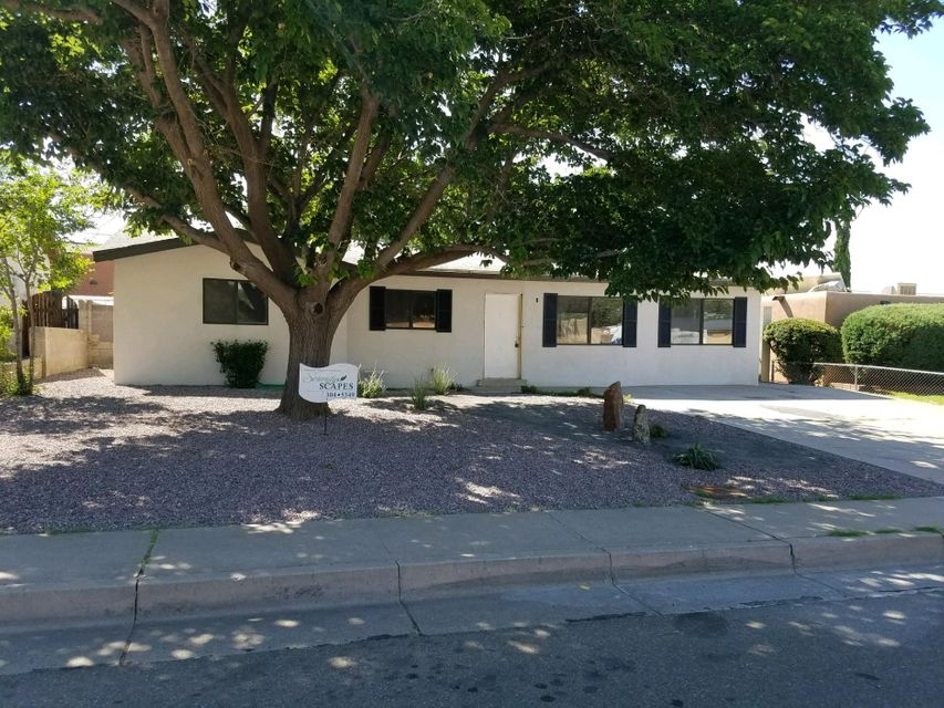 1064 Betts Street NE, Albuquerque, NM 87112