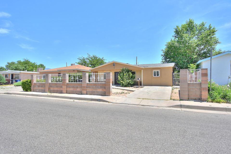 208 Moon Street NE, Albuquerque, NM 87123