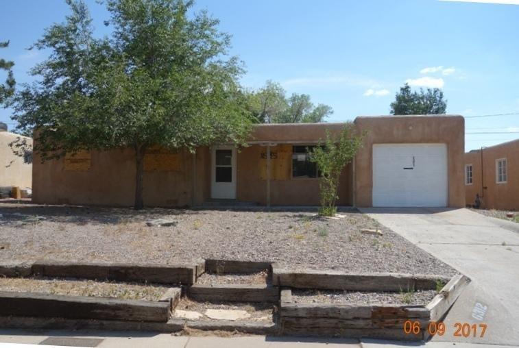 6312 Zimmerman Avenue NE, Albuquerque, NM 87110