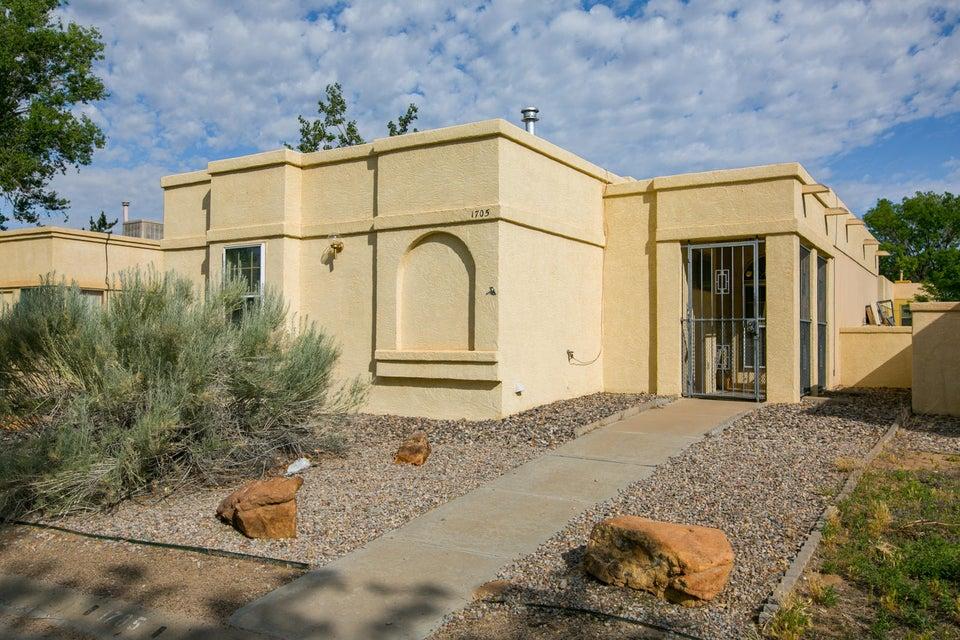 1705 Parkview Way NE, Rio Rancho, NM 87144