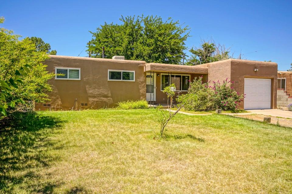 3405 Espejo Street NE, Albuquerque, NM 87111
