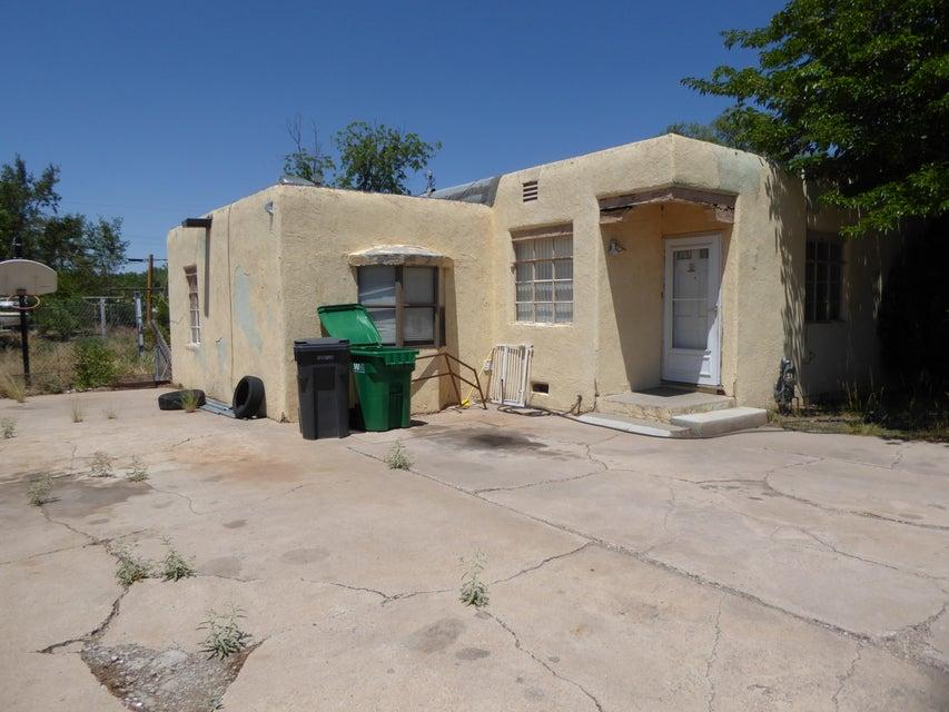 1243 Jeanette Avenue SW, Albuquerque, NM 87105
