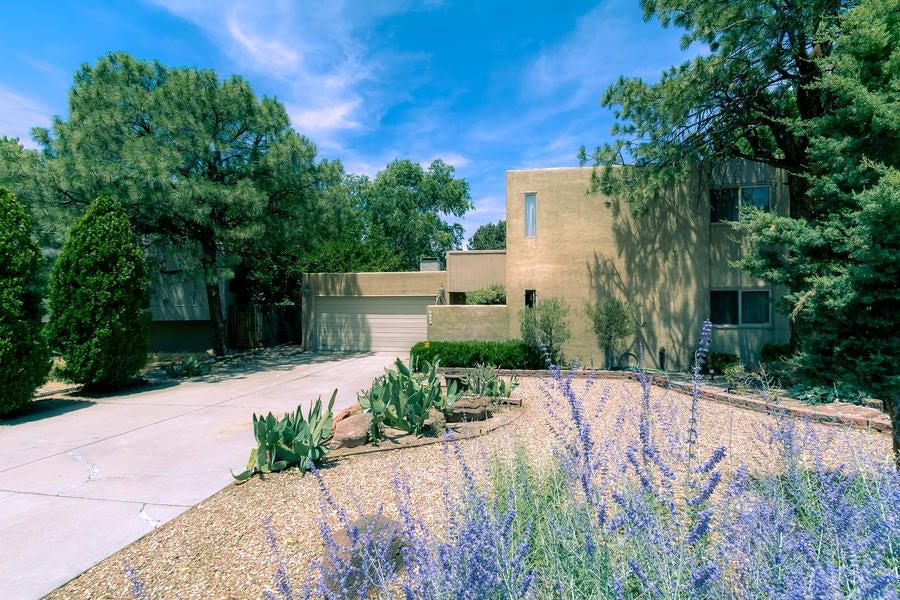 6709 Baker Avenue NE, Albuquerque, NM 87109