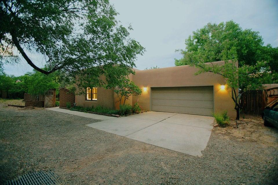 2739 Rio Grande Boulevard NW, Albuquerque, NM 87104