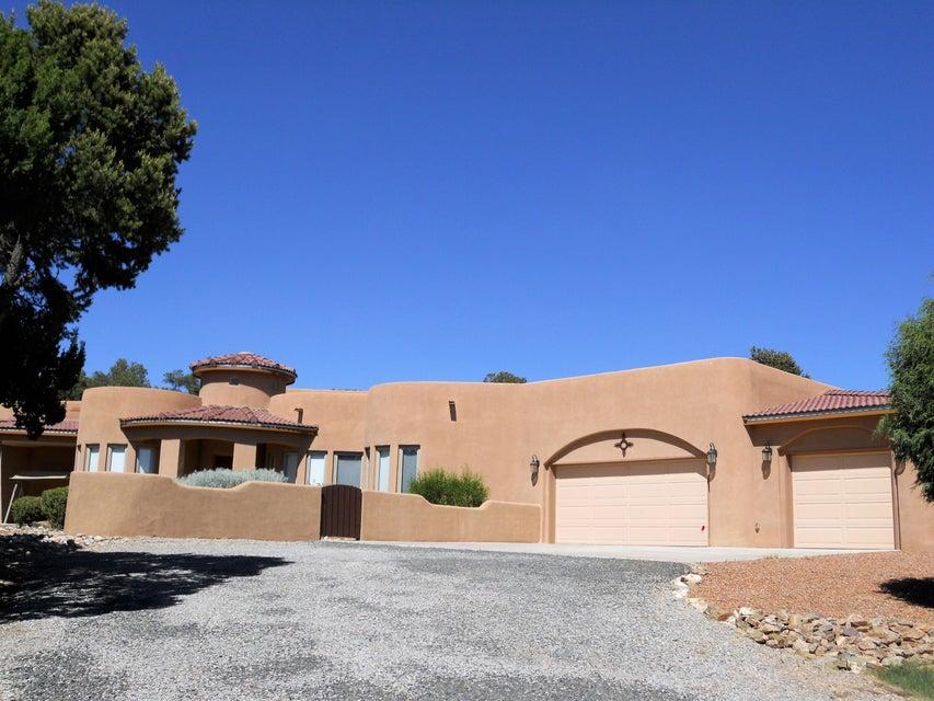153 Via Sedillo Road, Tijeras, NM 87059