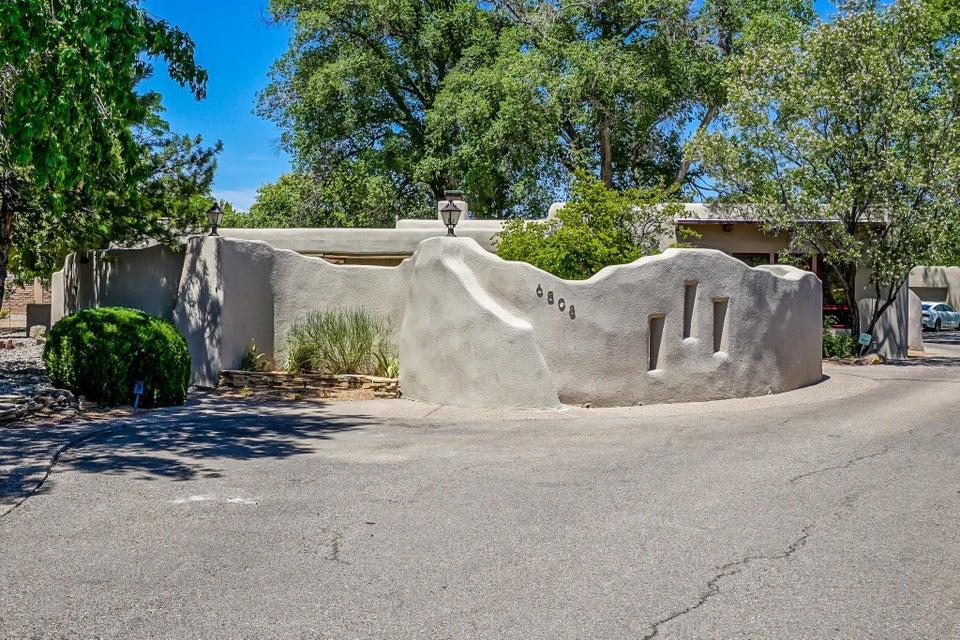 6508 Calle Candela NW, Los Ranchos, NM 87107