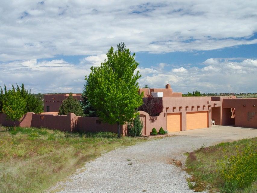 136 Hortencia Road, Sandia Park, NM 87047