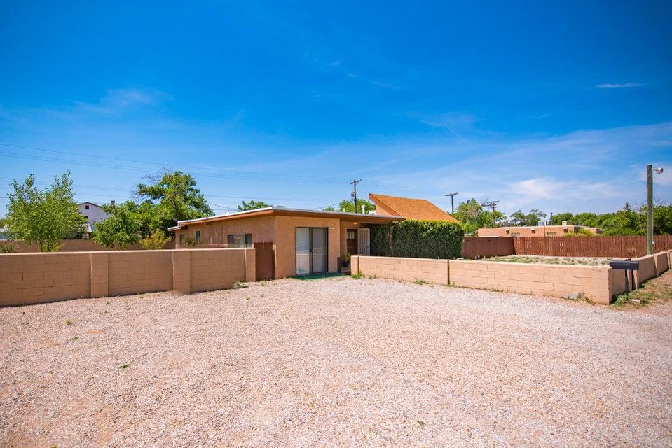 620 Sandia View Road NW, Los Ranchos, NM 87107