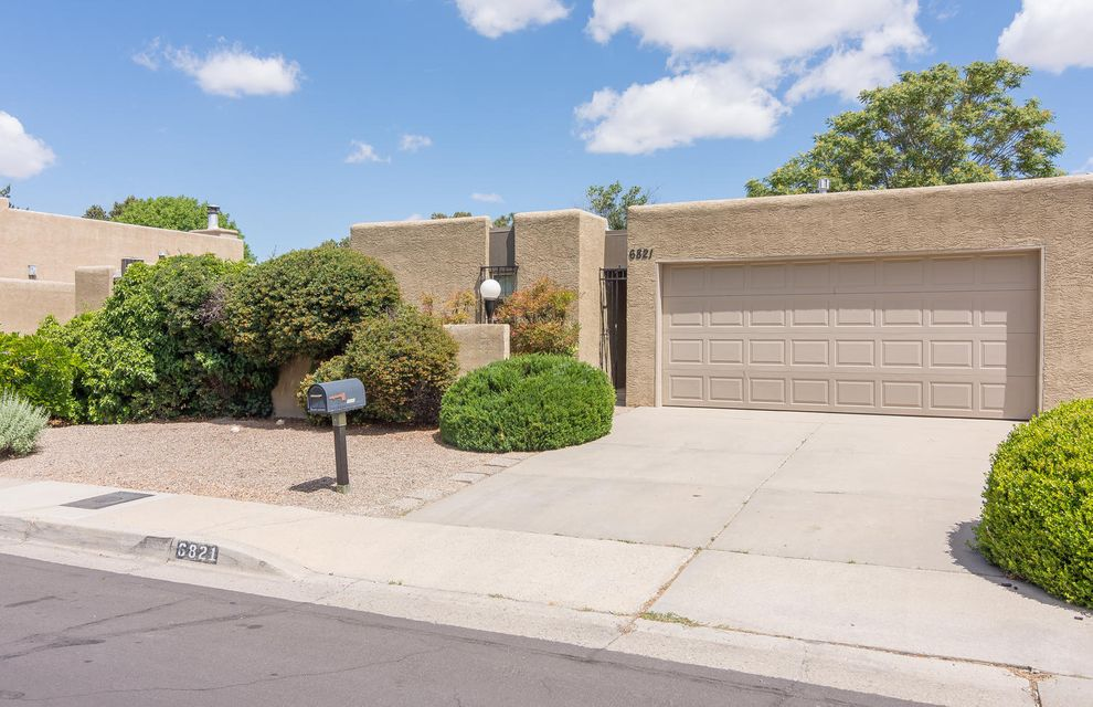 6821 Los Trechos Court NE, Albuquerque, NM 87109