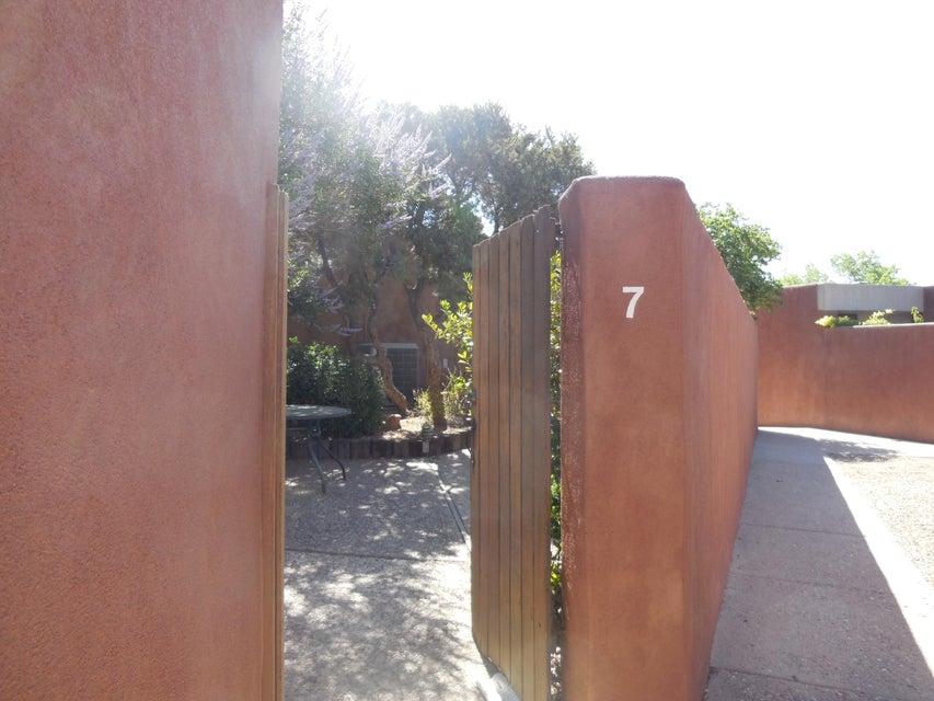 7 Tennis Court NW, Albuquerque, NM 87120