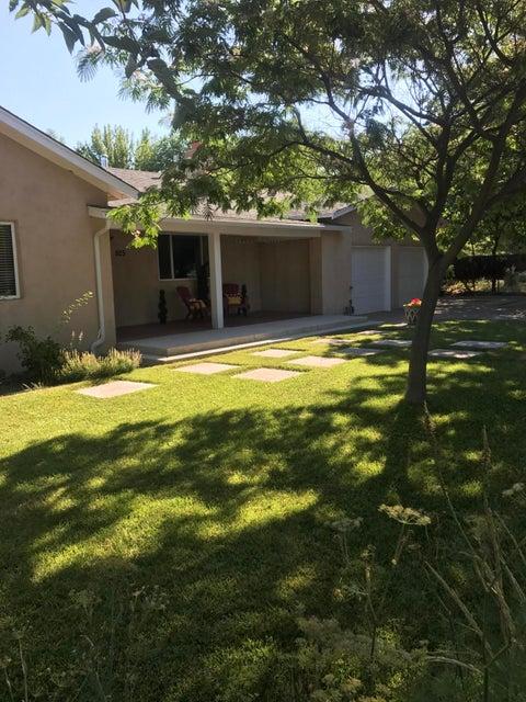 925 Pueblo Solano Road NW, Los Ranchos, NM 87107