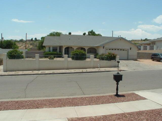 525 Regina Place NW, Albuquerque, NM 87105