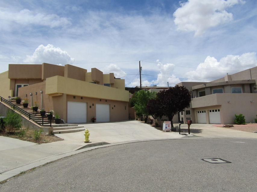 10525 Ridge Top Court NW, Albuquerque, NM 87114