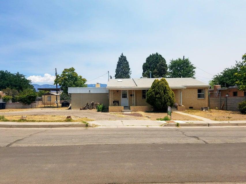 5306 6th Court NW, Albuquerque, NM 87107