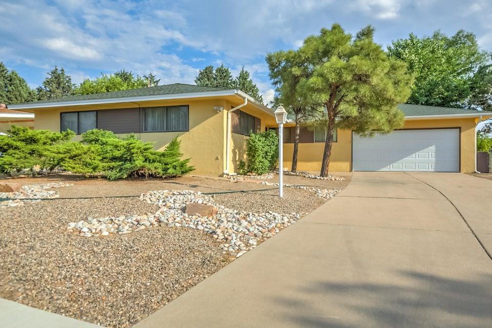 6916 Edwina Avenue NE, Albuquerque, NM 87110