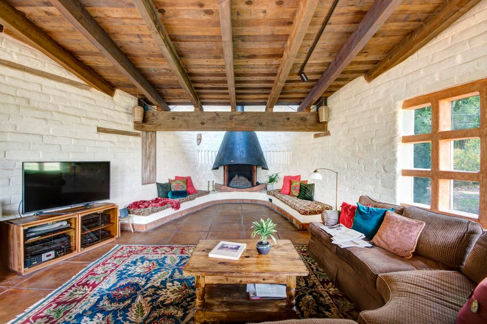 800 Chamisal Road, Los Ranchos, NM 87107
