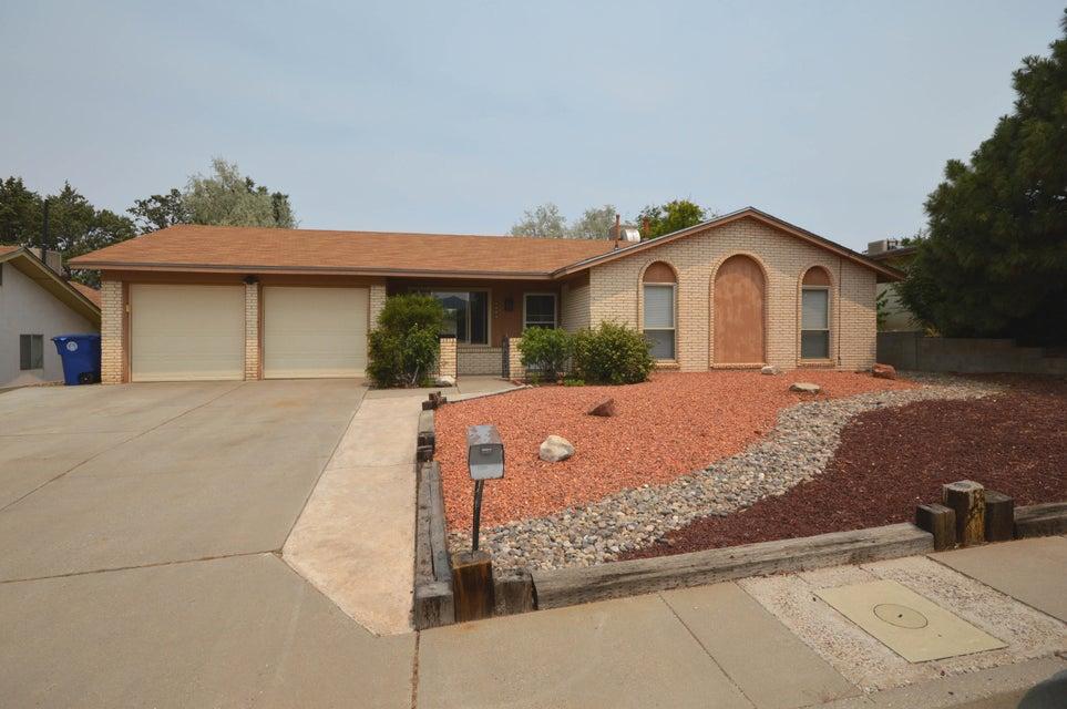 11805 El Solindo Avenue NE, Albuquerque, NM 87111