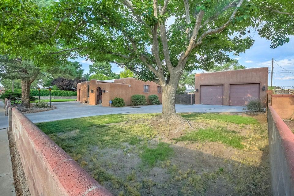 6812 Tierra Drive NW, Albuquerque, NM 87107