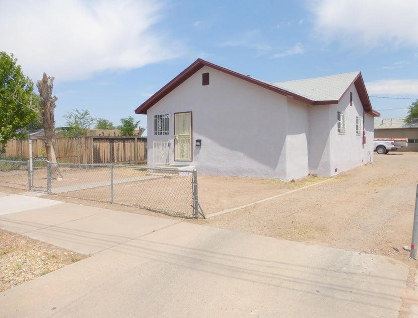 517 Bellamah Avenue NW, Albuquerque, NM 87102