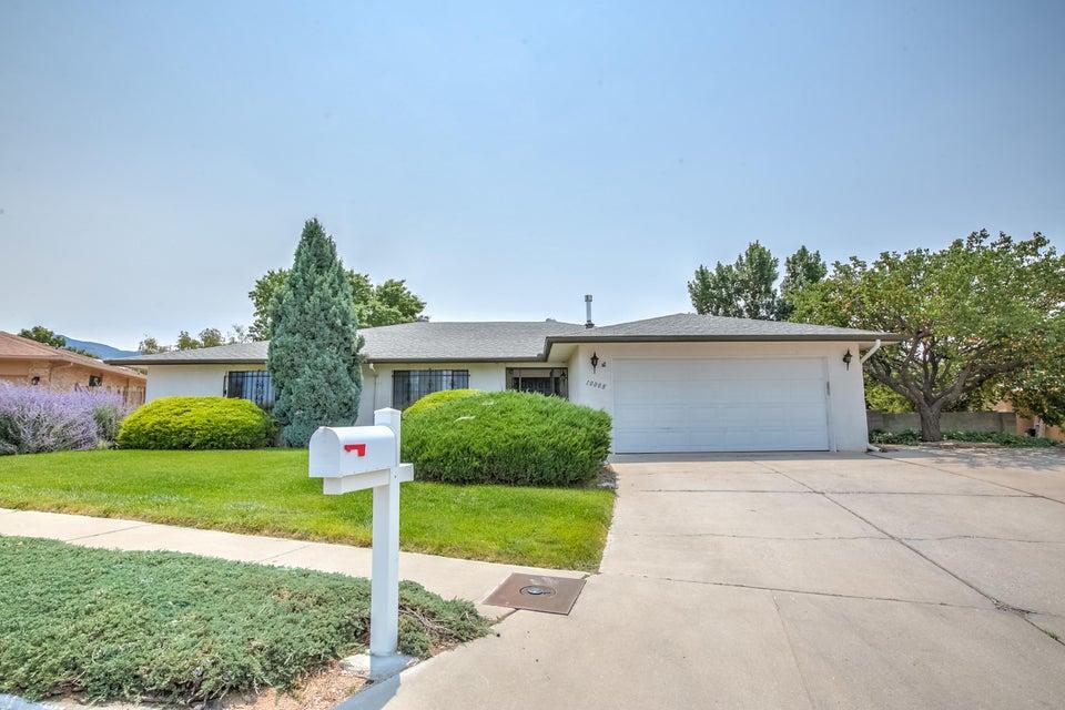 10008 Academy Knolls Drive NE, Albuquerque, NM 87111